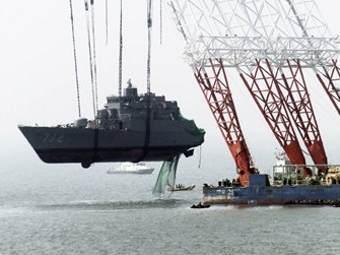 """Поднята носовая часть затонувшего южнокорейского корвета """"Чхонан"""""""