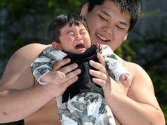 В Японии прошел фестиваль плачущих детей