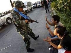 Таиландские оппозиционеры сняли красные рубашки в целях маскировки