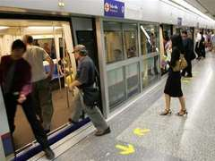 В Бангкоке оппозиционеры прервали работу метро