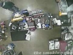 Преступник ограбил магазин в маске из туалетной бумаги