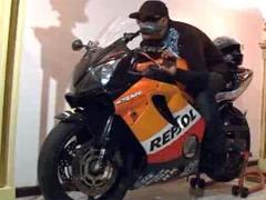 Похоронное бюро усадило мертвого пуэрториканца на мотоцикл