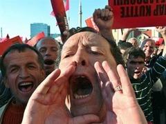 Албанские социалисты вывели на улицы 200 тысяч человек