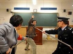 Китайским полицейским разрешили убивать в защиту детей