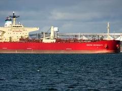 Российский танкер пропал из эфира после атаки пиратов