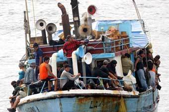 Экипаж российского судна спас беженцев из Шри-Ланки