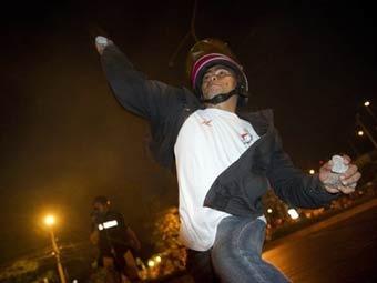 """""""Краснорубашечники"""" подожгли военные машины в Бангкоке"""
