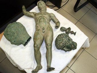 Бронзовая статуя, изъятая у греческих контрабандистов в феврале 2010 года. Фото ©AFP