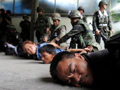 Лидеры таиландской оппозиции сдались властям