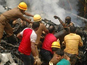 Спасатели на месте катастрофы в Мангалоре. Фото ©AFP