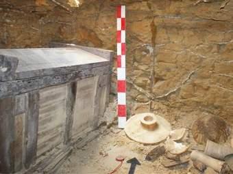 Внутреннее помещение обнаруженной в Фаюме гробницы. Фото ©AP