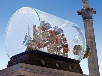 На Трафальгарской площади появился корабль в бутылке