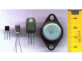 Эволюция размеров транзисторов. Фото пользователя BethOHara с сайта wikipedia.org