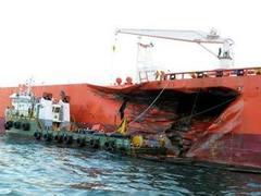 В Сингапурском проливе собрали вылившуюся из танкера нефть