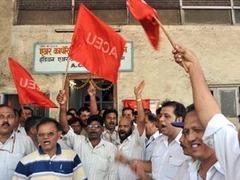 После крушения самолета в Air India началась забастовка