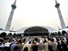 Пакистанские талибы захватили в заложники 1500 прихожан мечети