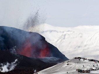 Извержение вулкана Эйяфьятлайокудль. Фото (с)AFP
