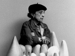 На 99-м году жизни скончалась скульптор Луиза Буржуа