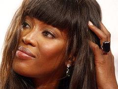 """Бывший диктатор Либерии опротестовал появление Наоми Кэмпбелл в деле о """"кровавых алмазах"""""""