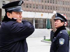 В Китае шестерых судей облили серной кислотой