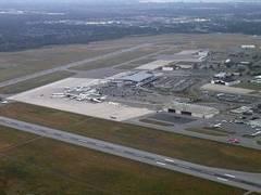 В аэропорту Оттавы пассажирский самолет выкатился за пределы ВПП