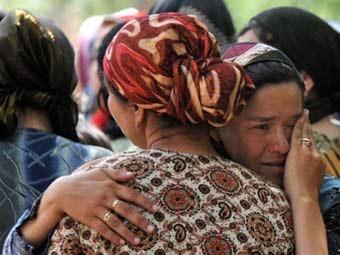 Беженки на границе с Узбекистаном