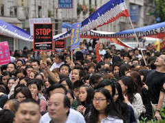 В Париже разогнали демонстрацию китайцев
