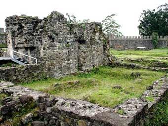 Руины терм в крепости Гонио. Фото Alsandro