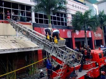 При пожаре в индонезийском клубе погибли десять человек