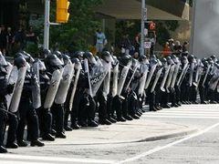 Антиглобалисты устроили беспорядки в Торонто перед саммитом G20