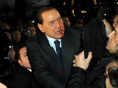 Напавшего на Берлускони миланца отправили в психбольницу