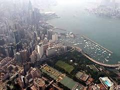 В катастрофе вертолета в Гонконге выжили 13 человек