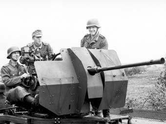Немецкие солдаты с 20-мм зенитным орудием, 1943 год. Фото Bundesarchiv