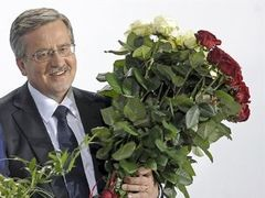 Коморовский вернул себе лидерство на выборах президента Польши