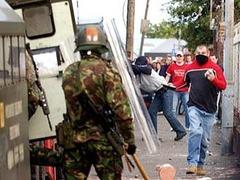 В ходе беспорядков в Белфасте пострадали 27 полицейских