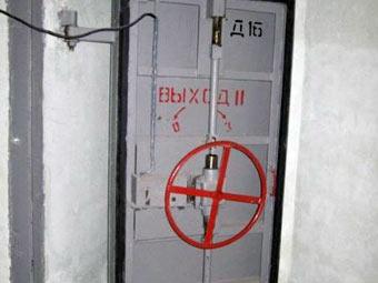 Дверь в бомбоубежище. Фото с сайта urban3p.ru