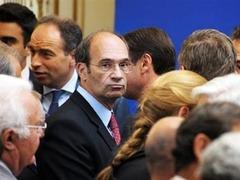 Замешанный в скандале французский министр готов уйти с партийной должности