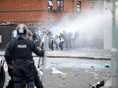 82 полицейских пострадали в ходе беспорядков в Северной Ирландии
