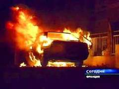 Подростки в Гренобле сожгли 50 машин