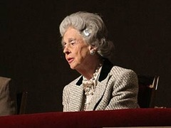 Бельгийской королеве прислали открытку с гробом