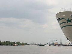 В индийском порту с борта судна исчез российский моряк