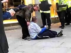 Британский полицейский избежал суда за убийство из-за разногласий судмедэкспертов