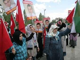 Турецкие демонстранты напали на израильских волейболисток