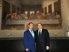 """Берлускони осудили за фото с Медведевым на фоне """"Тайной вечери"""""""