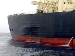 В аварии японского танкера заподозрили подлодку или мину