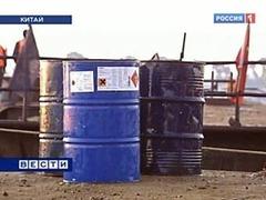 Китайцы выловили из Сунгари три тысячи бочек с химикатами