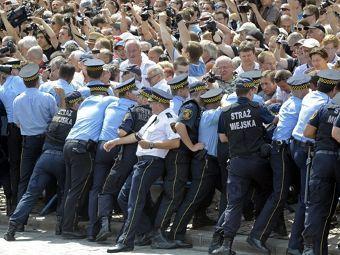 Крест в память о Лехе Качиньском спровоцировал беспорядки в Варшаве