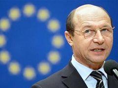 Президент Румынии повредил ухо ватной палочкой