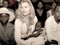 Малавиец попросил Мадонну выслать ему фотографии дочери