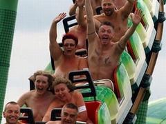 Британцы установили рекорд по катанию на американских горках голышом